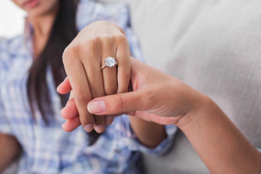婚約を隠して転職すると告知義務違反にあたる?